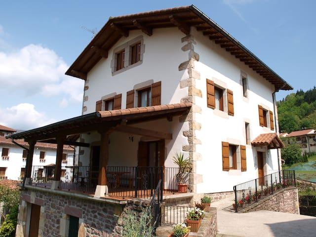 Casa Martintzenea etxea - Sunbilla - Vakantiewoning