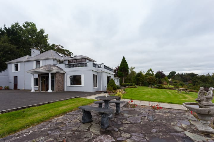 6 bedrooms, perfect space for groups up to 12 - Killorglin - Guesthouse