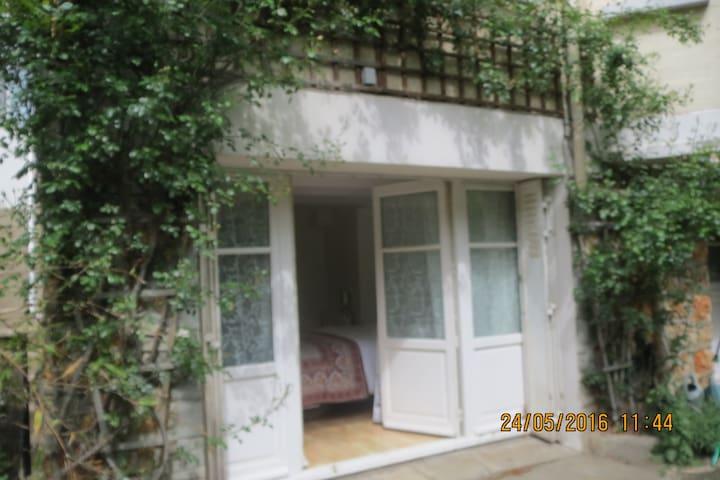 Appartement indépendant dans villa au calme. - Bourg-la-Reine - Casa
