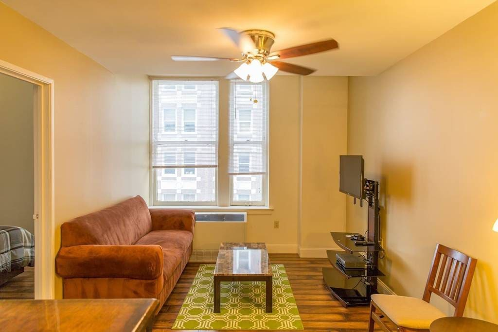 Beautiful 1 Br Downtown Memphis 12th Floor Apt Apartments For Rent In Memphis Tennessee