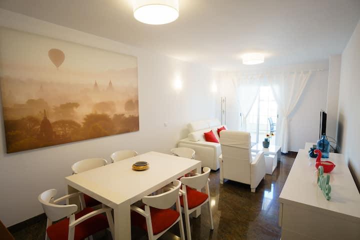 Modern Apartment in Nerja Centre, Free WiFI.