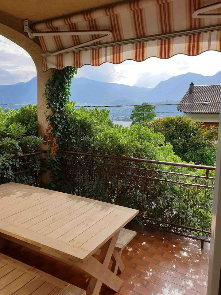 Sunny Home. Bright apartment with Lake D'Orta view