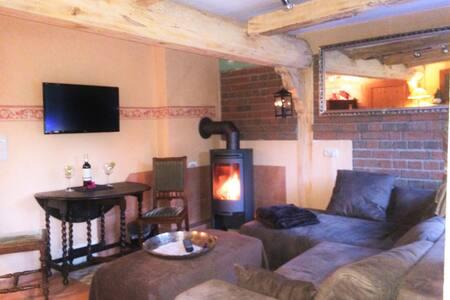 Altes Landhaus Oste / Old thatched cottage