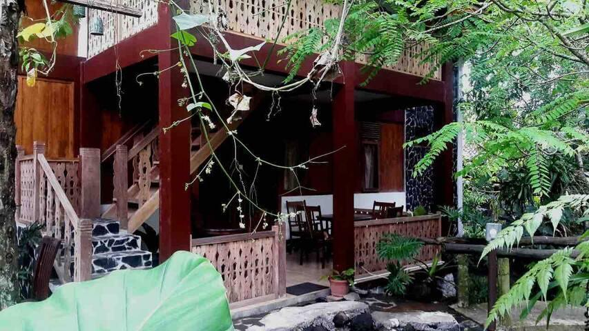 Kampung Labasan Dayak Bungalow