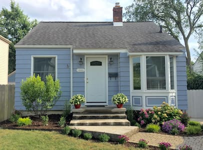 The Cute Blue Bungalow - Birmingham - Hus