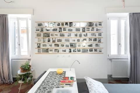 Zrelaksuj się w minimalnym, stylowym apartamencie w średniowiecznym budynku