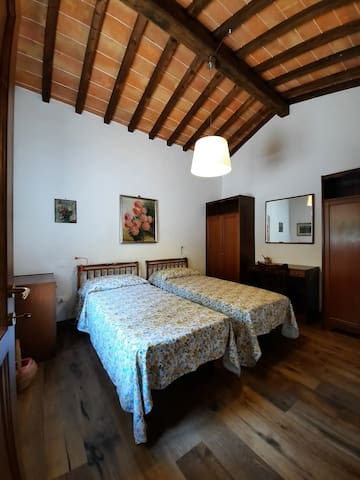 Camera doppia, primo piano - Bedroom with two single beds, first floor