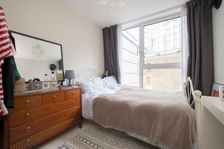 Room 2. Affordable luxury for solo females!