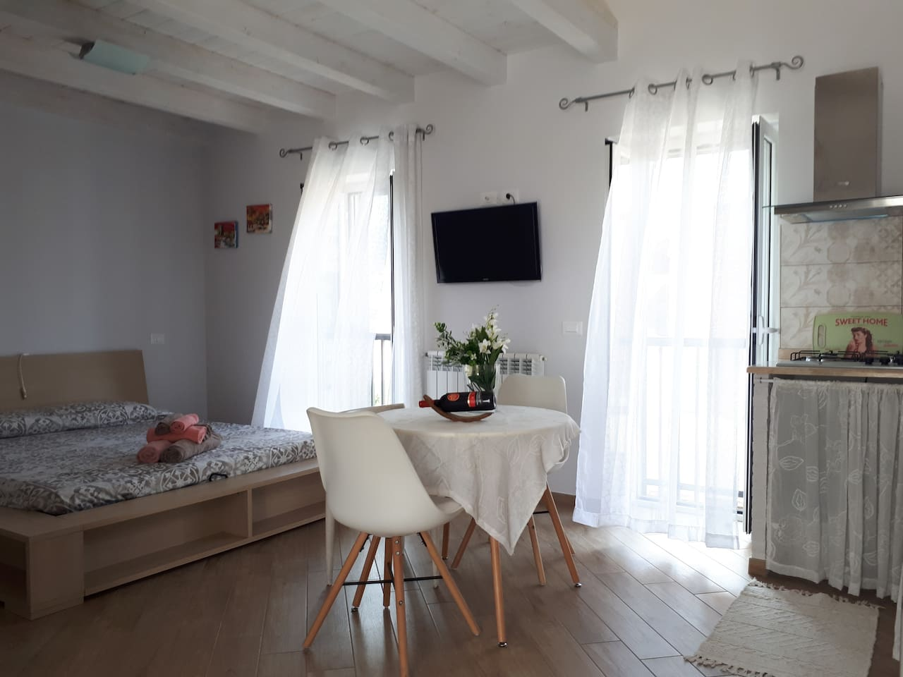 The newly renovated apartment is designed to provide you an enjoyable beach holiday.