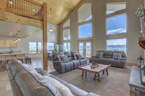 Great Views, Spacious Home, Hot Tub on Deck