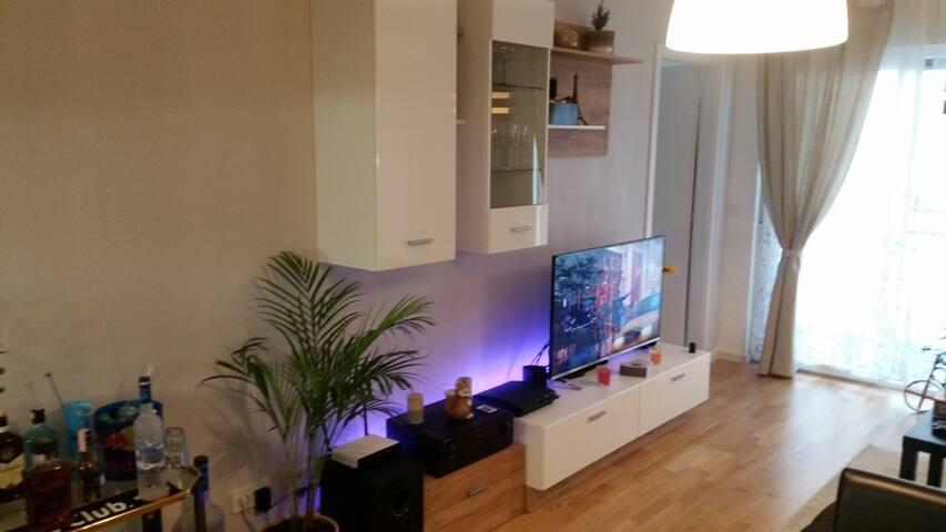 Novi moderan stan u širem centru grada