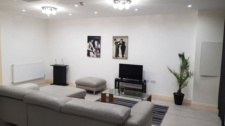 Modern 2 bedroom Greater London Apartment