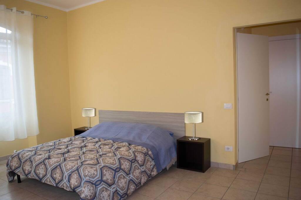 Camera matrimoniale con bagno privato e possibilità di aggiungere un letto singolo