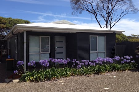Home On Torrens 4 Bdrm New Modern - Maison