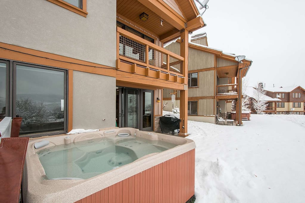 A brand new hot tub was just installed at this stunning Deer Valley Jordanelle home!