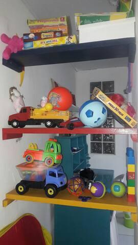 Brinquedos disponíveis para crianças