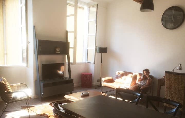 Sunny Loft in the historic town Center of Nîmes