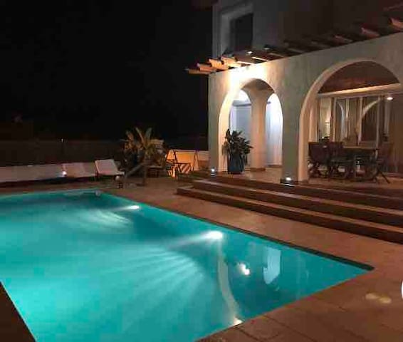 Private nice room in Ibiza style house 10' Sitges