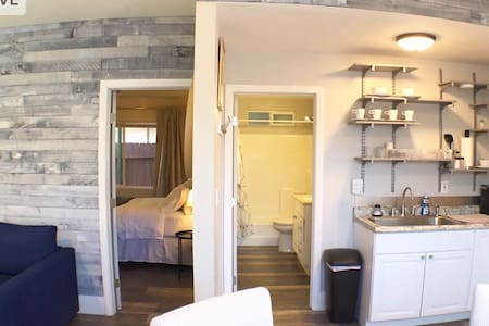 Private Newly remodeled 1 bedroom suite.