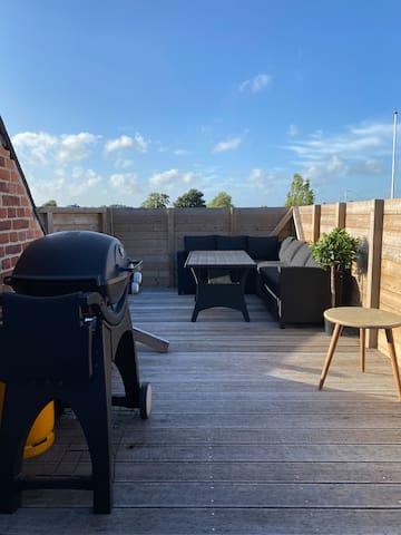 Hyggelig villalejlighed med stor privat terrasse