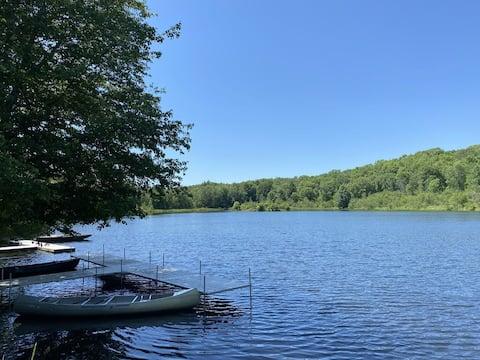 Pocono Mountain Cottage on Private 10 Acre Lake