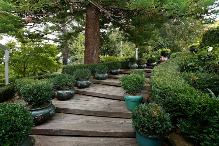 Yuulong Homestead & Gardens