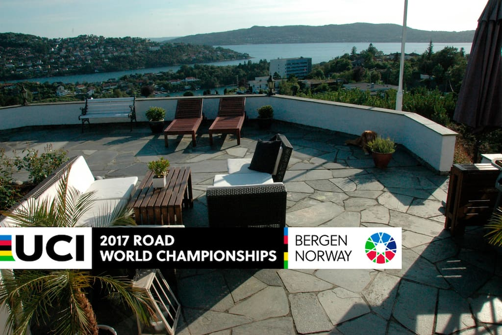 Large outdoor lounge area (+200 m2) with spectacular view. Suntime: 07 am to 9.30pm