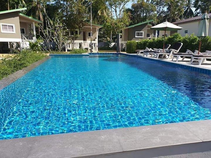 1 bedroom villa with shared swim pool madevan