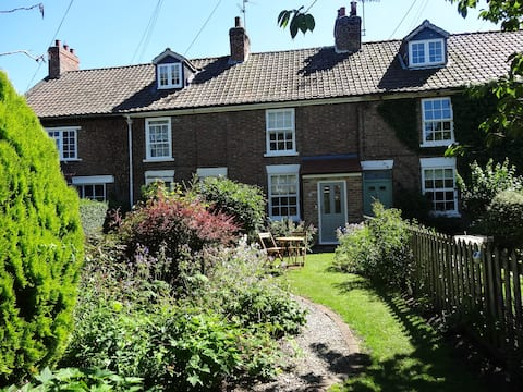 Cosy cottage in vIllage near York-can sleep 5