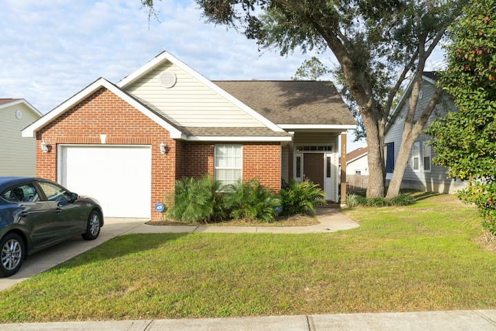 Complete Single Family Home, Close to everything - Tallahassee - Huis