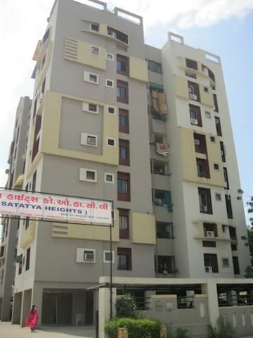 Amazing location apartment on seven - Ahmedabad - Condominium