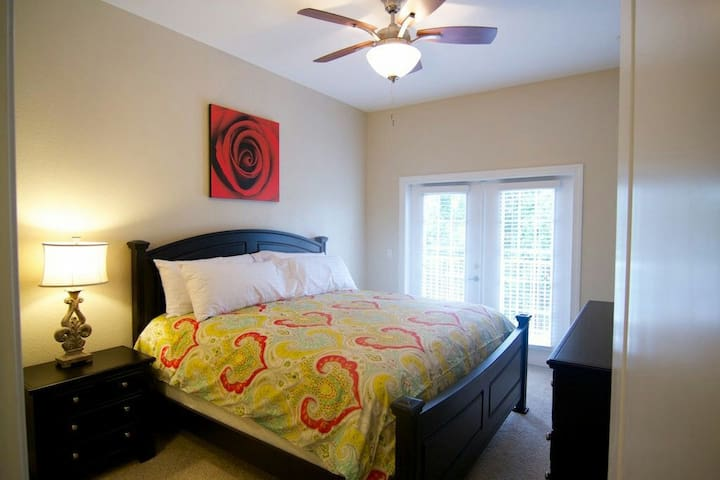 Luxury 2 Br Condos In Downtown - Gainesville - Flat