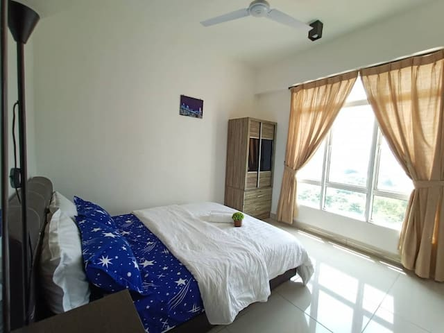 Ensuite Room with Ipoh City View / Atari 620 Games