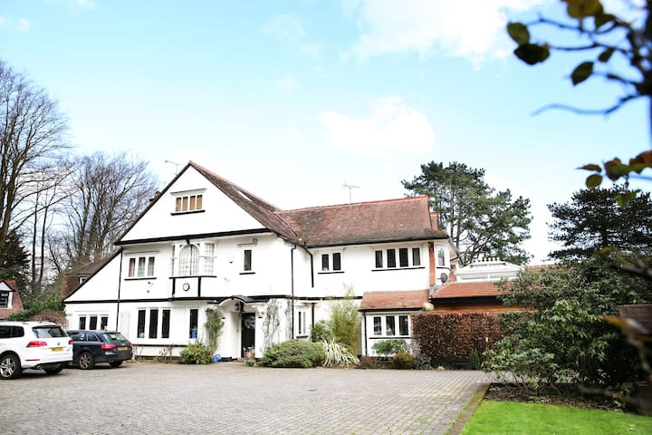 Luxurious Edwardian 6 bed house - Buckinghamshire