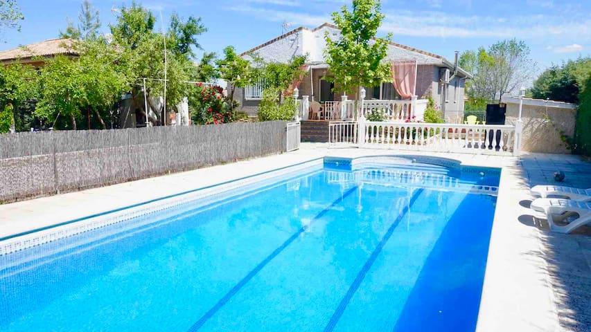 Villa Flores, con piscina privada, barbacoa y WiFi