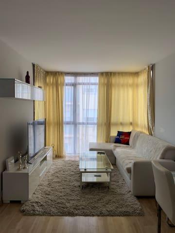 La habitación doble en un piso cómodo y tranquilo