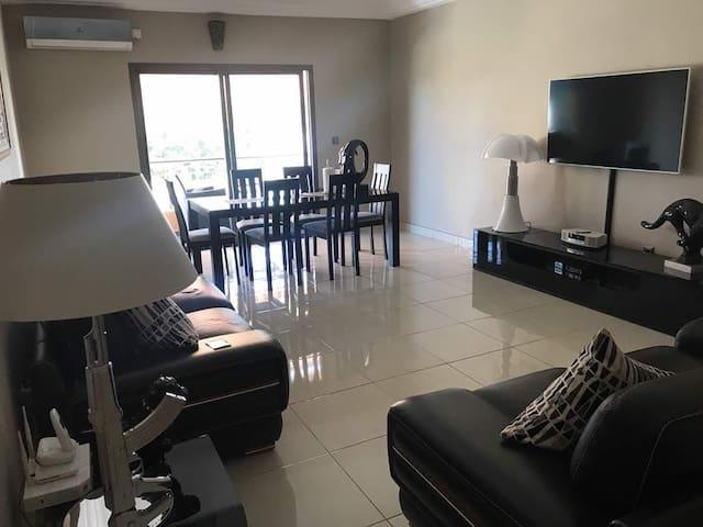 Appartement chic et lumineux près de Carrefour!