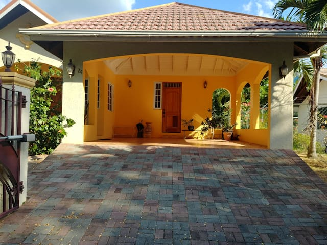 Norbrook 1 Bedroom with Own Entrance and Amenities
