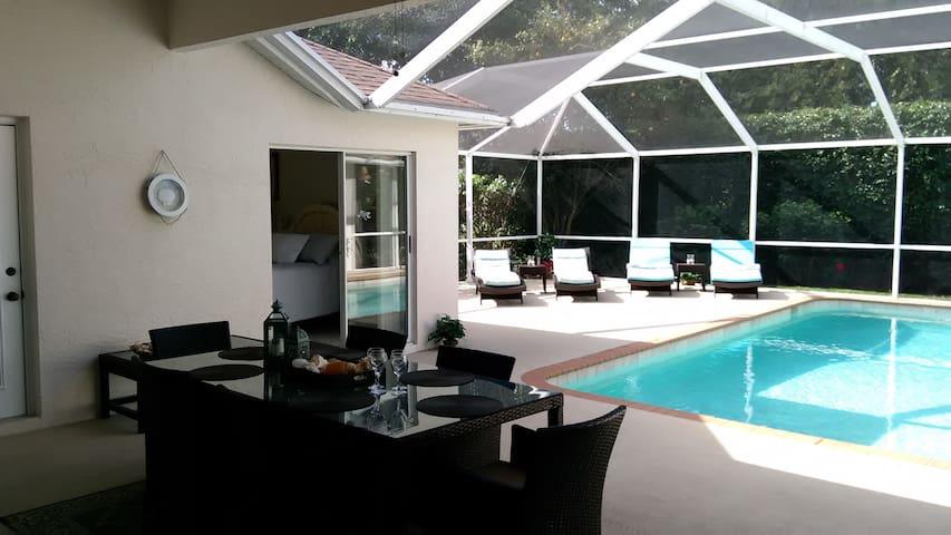 Beautiful Sunny SW Facing Pool Villa in Briarwood - Nápoles - Casa