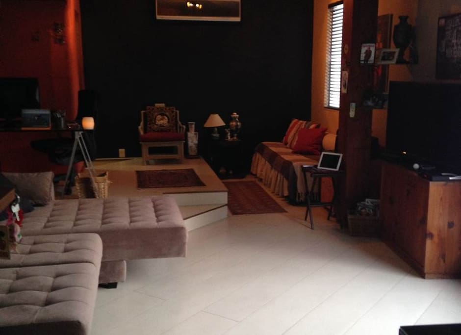 """Living room are equipped with 47"""" led TV, 18.000 btu Air-conditioning (cold and hot) and very comfortable sofa chaise lounge."""