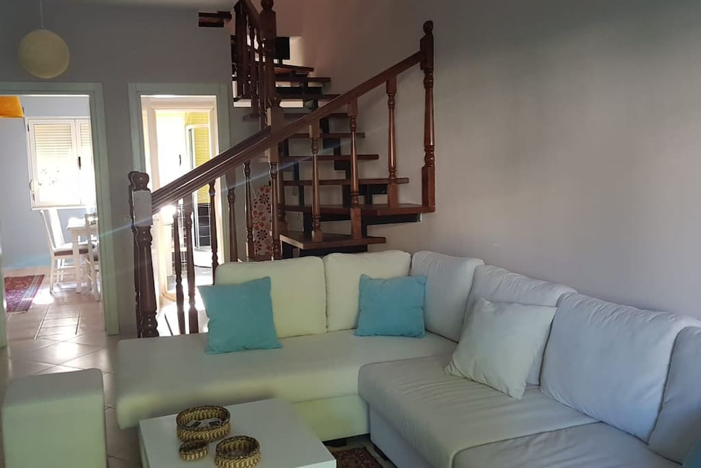 Living room (dhoma e ndenjes)
