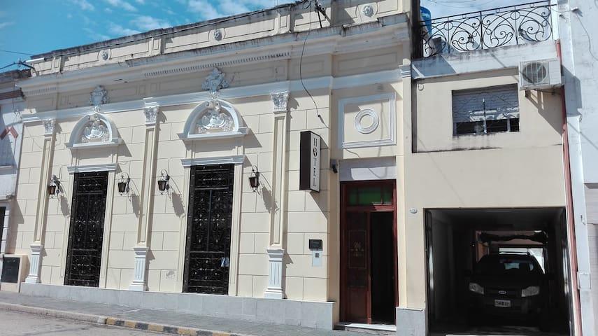 HOTEL AMERICA. ECONOMICO EN VICTORIA ENTRE RIOS