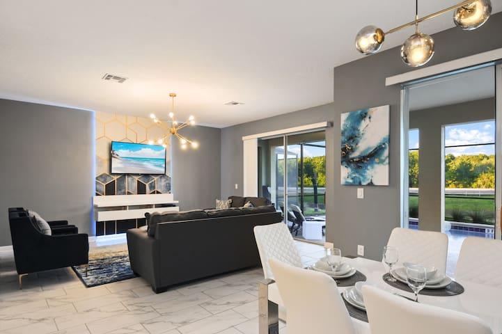 Dream Villa Getaway 7BD 5BA @ Storey Lake Resort