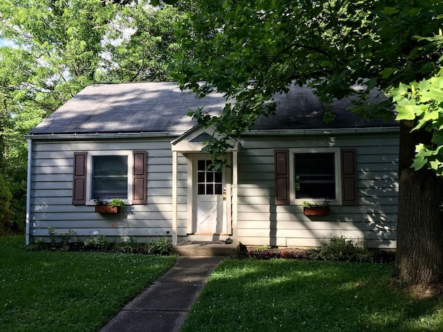 Newly Renovated 2 BD in Lemont