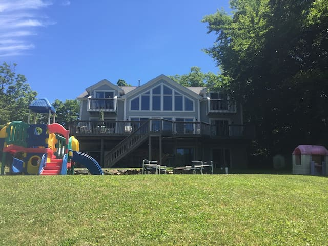 Lakefront Home - 1 Hour from NYC - West Milford - Huis