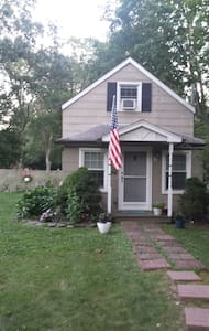 Entire House, 850 sq ft private home with parking - Smithtown - Ház