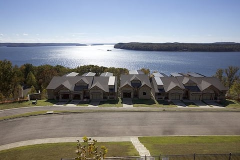 Pickwick Lake - Luxury Townhome - Exclusive Resort
