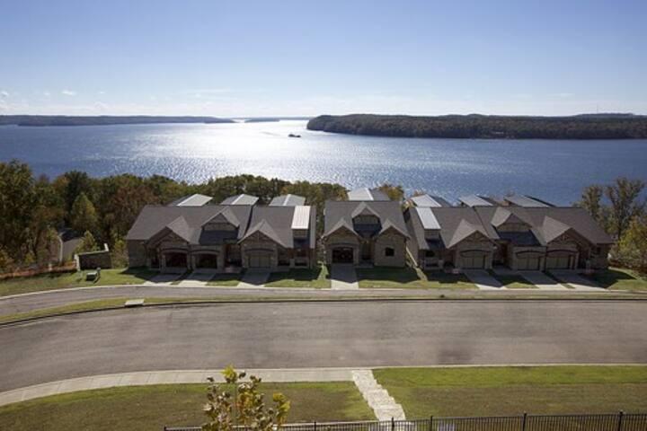 Pickwick Lake - Luxury Townhome - Exclusive Resort