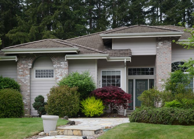 "3 Bd/2Ba ""BEST VACATION RENTAL EVER!"" - Port Orchard - Casa"
