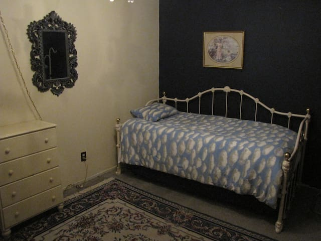 Eclectic Decor for Non-boring People - Trundle Bed